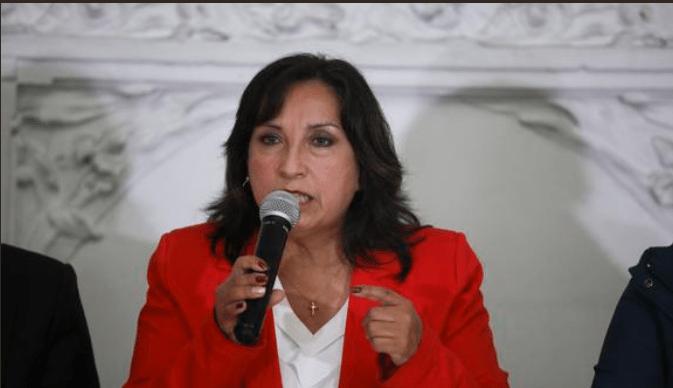 Dina Boluarte a favor de cremar restos de cabecilla terrorista Abimael Guzmán